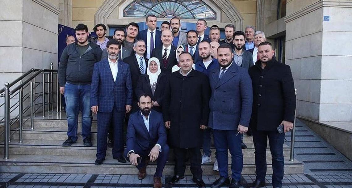 AKP'li bakandan 22 Ocak saldırganıyla aile fotoğrafı