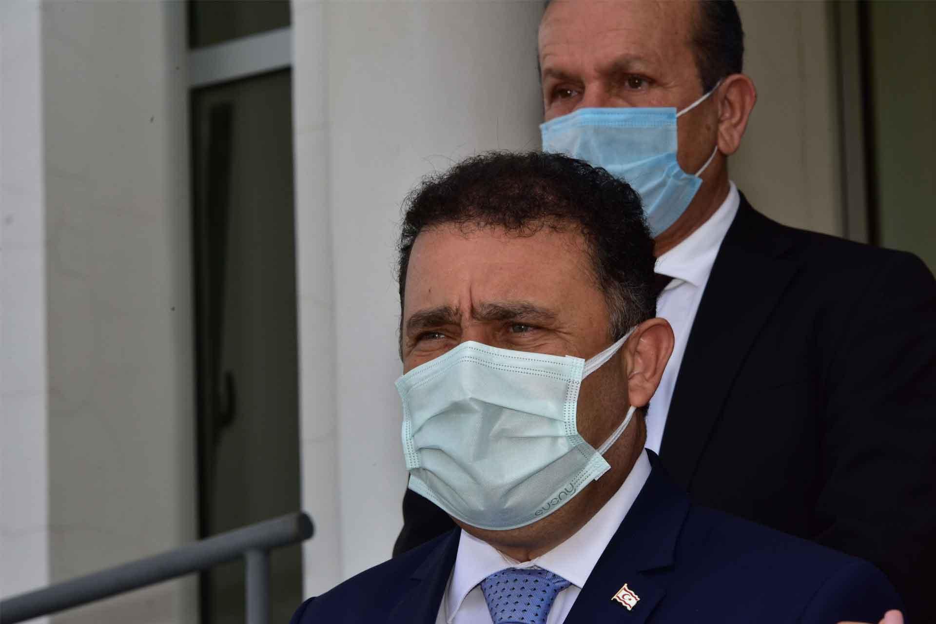 """Atanmış Başbakan, """"atanmış"""" olmadığını iddia etti"""